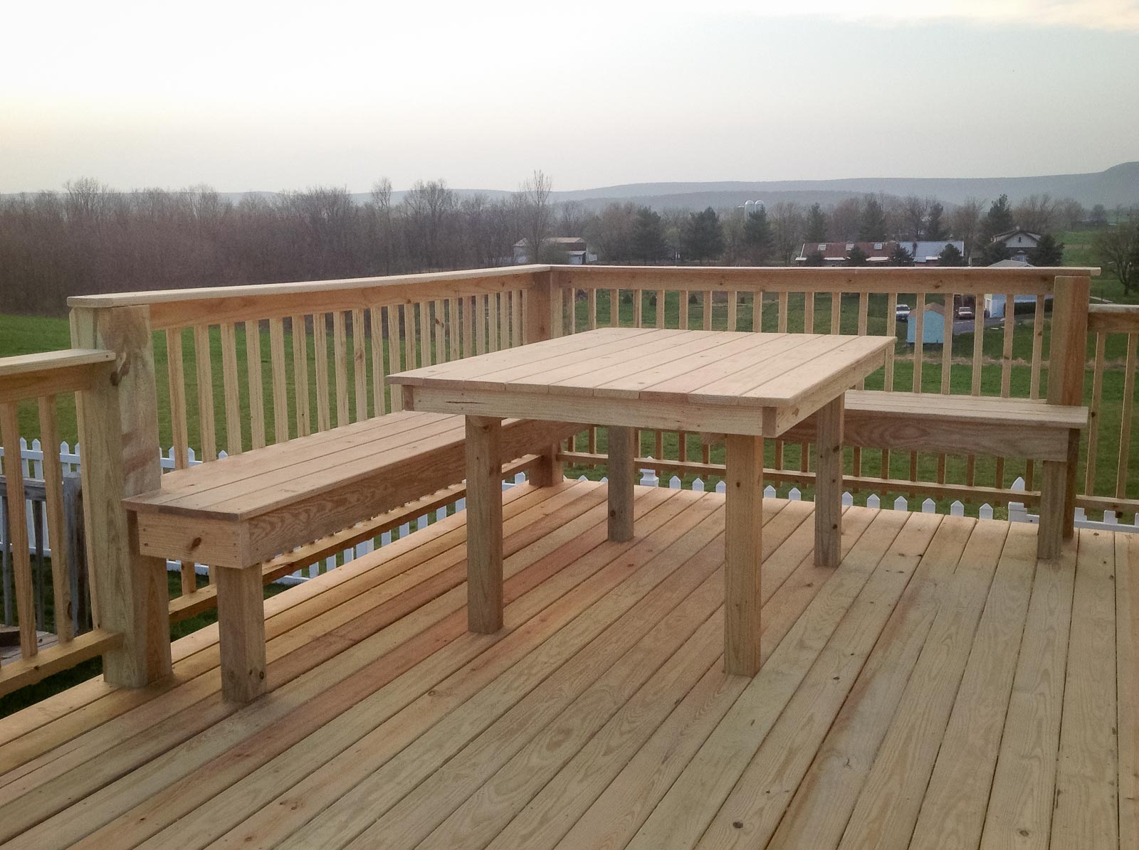 Deck With Built In Bench And Table Leid S Carpentry